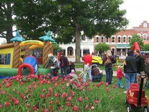2012-kinderhoek-bouncy-house-jump-pella